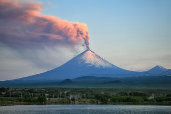 There are more than 500 active volcanoes on Earth.